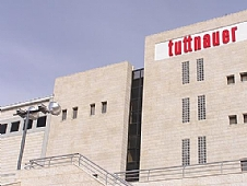<P align=center>בניין TUTTNAUER</P>